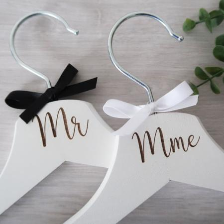 Mariage_Duo Cintres_Mr&Mme_Ambiance_1_600X600