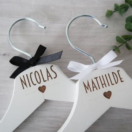 Mariage_Duo Cintres_Prénoms des mariés_Trendy_Ambiance_1_600X600